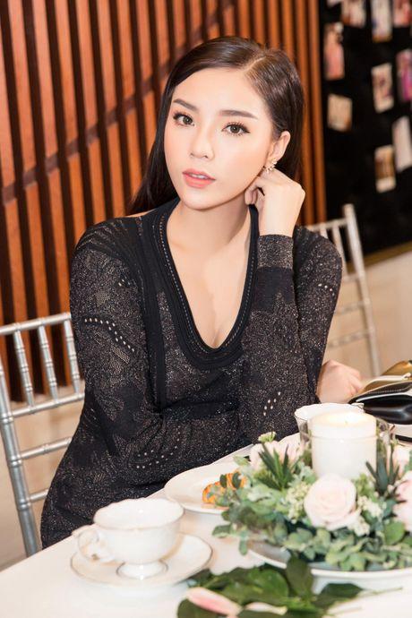 Hoa hau Ky Duyen, Toc Tien do dang o su kien - Anh 3