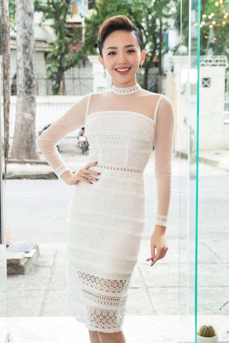 Hoa hau Ky Duyen, Toc Tien do dang o su kien - Anh 4