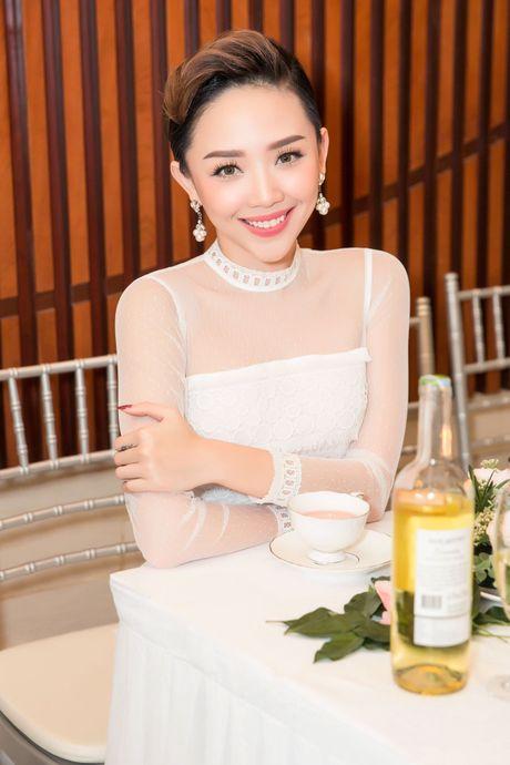 Hoa hau Ky Duyen, Toc Tien do dang o su kien - Anh 5