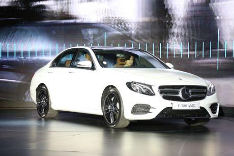 Mercedes trieu hoi E-Class 2017 vi loi chet may - Anh 1