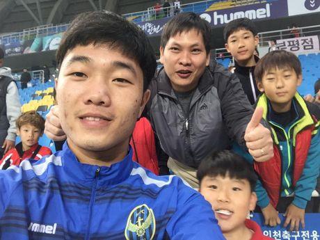 Xuan Truong va CDV tran xuong san mung Incheon tru hang - Anh 1