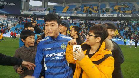 Xuan Truong va CDV tran xuong san mung Incheon tru hang - Anh 3