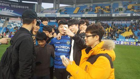 Xuan Truong va CDV tran xuong san mung Incheon tru hang - Anh 4