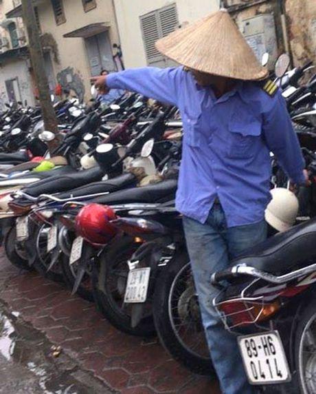 Ha Noi: Gui xe may vao benh vien bi 'chem dep' 30.000 dong/lan - Anh 1