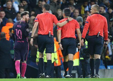 Lionel Messi va 9 khoanh khac 'thieu kiem che' - Anh 1