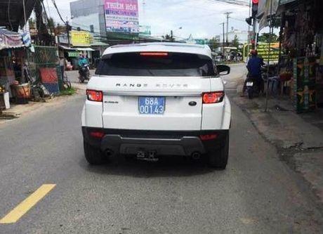 Lanh dao tinh muon xe hop Range Rover: Di taxi khong tien - Anh 1