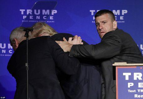 Bau cu My: Donald Trump thao chay khi co muu sat - Anh 3