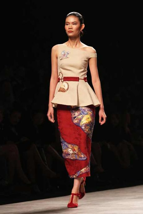 Mau Thuy, Hoang Thuy sexy hut hon voi ao khoet sau - Anh 2