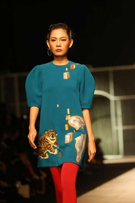 Mau Thuy, Hoang Thuy sexy hut hon voi ao khoet sau - Anh 6