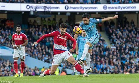 Roi diem truoc Middlesbrough o phut bu gio, Man City mat luon ngoi dau - Anh 1