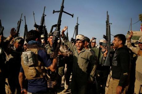 Chien dich danh IS o Mosul: Quan doi Iraq sat san bay Mosul - Anh 11