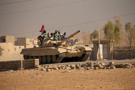 Chien dich danh IS o Mosul: Quan doi Iraq sat san bay Mosul - Anh 1