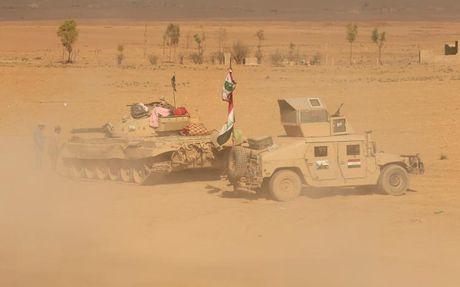 Chien dich danh IS o Mosul: Quan doi Iraq sat san bay Mosul - Anh 2