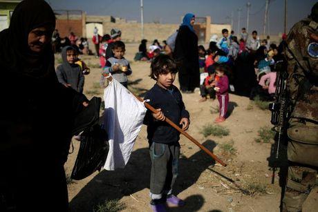 Chien dich danh IS o Mosul: Quan doi Iraq sat san bay Mosul - Anh 3