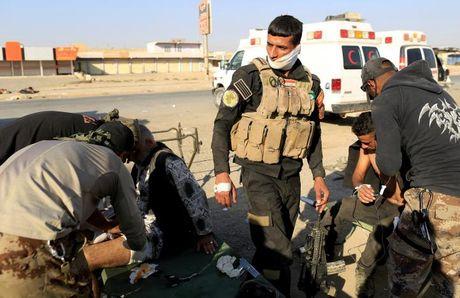 Chien dich danh IS o Mosul: Quan doi Iraq sat san bay Mosul - Anh 8
