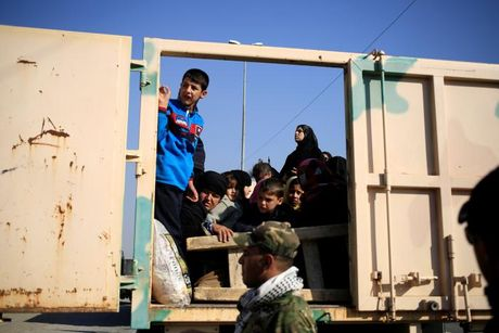 Chien dich danh IS o Mosul: Quan doi Iraq sat san bay Mosul - Anh 9