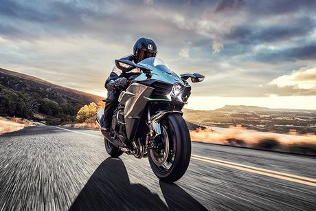 Sieu moto Kawasaki Ninja H2R 2017 'chot gia' 1,3 ty dong - Anh 1