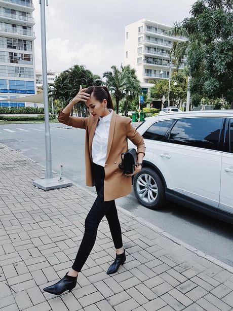 Cach ket hop tui xach mua dong sanh dieu cua Thanh Hang - Anh 2