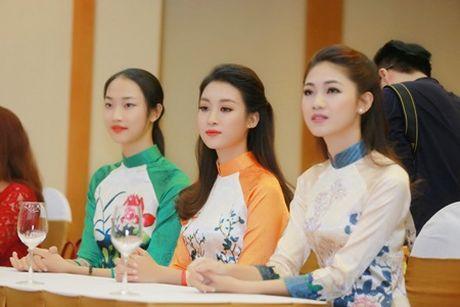 """Hoa hau My Linh, A hau Thanh Tu do tai noi tieng Anh """"nhu gio"""" - Anh 3"""