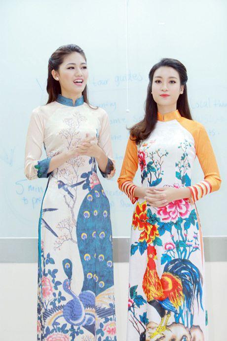 """Hoa hau My Linh, A hau Thanh Tu do tai noi tieng Anh """"nhu gio"""" - Anh 4"""