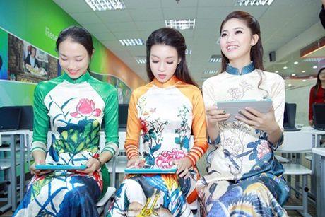 """Hoa hau My Linh, A hau Thanh Tu do tai noi tieng Anh """"nhu gio"""" - Anh 5"""