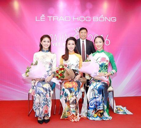 """Hoa hau My Linh, A hau Thanh Tu do tai noi tieng Anh """"nhu gio"""" - Anh 8"""