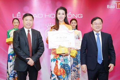 """Hoa hau My Linh, A hau Thanh Tu do tai noi tieng Anh """"nhu gio"""" - Anh 9"""