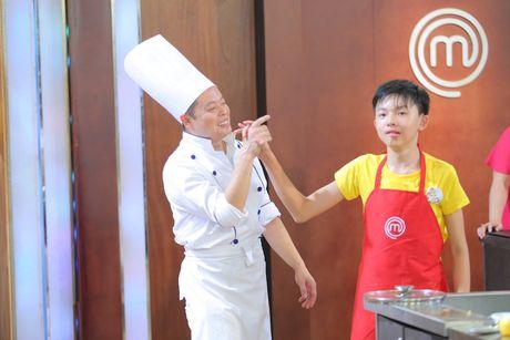 Vua dau bep nhi: Giam khao hoang loan khong kem thi sinh - Anh 9