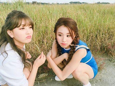 Sao Han 6/11: Yoon Ah da trang bech, Soo Young sanh dieu khoe chan thon - Anh 3