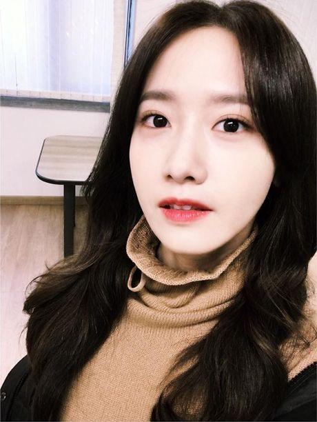 Sao Han 6/11: Yoon Ah da trang bech, Soo Young sanh dieu khoe chan thon - Anh 8