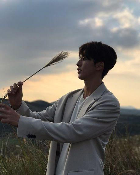 Sao Han 6/11: Yoon Ah da trang bech, Soo Young sanh dieu khoe chan thon - Anh 9