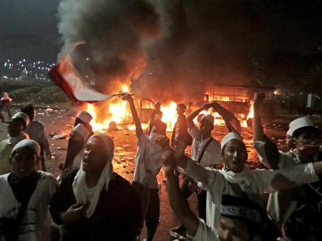 Hang tram ngan nguoi Indonesia yeu cau Thi truong Jakarta tu chuc - Anh 6
