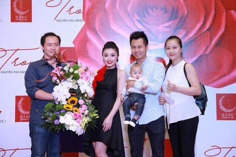 Xuan Lan cung con gai bay gap ra Ha Noi vi Sao mai Thu Hang - Anh 10