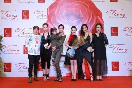 Xuan Lan cung con gai bay gap ra Ha Noi vi Sao mai Thu Hang - Anh 15