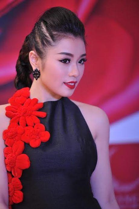 Xuan Lan cung con gai bay gap ra Ha Noi vi Sao mai Thu Hang - Anh 1