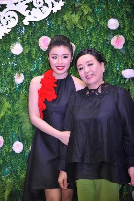Xuan Lan cung con gai bay gap ra Ha Noi vi Sao mai Thu Hang - Anh 7