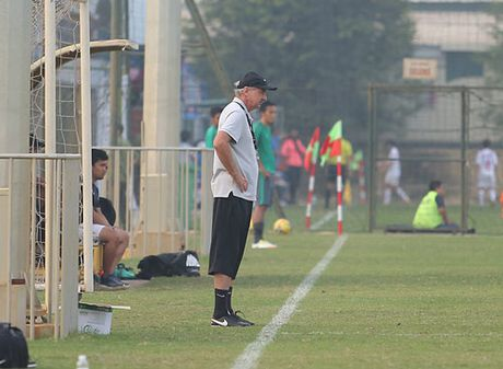 HLV Alfred Riedl binh luan ve DT Viet Nam truoc AFF Cup - Anh 7