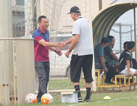 HLV Alfred Riedl binh luan ve DT Viet Nam truoc AFF Cup - Anh 9