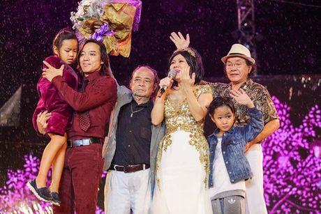 Viet Huong bat khoc khi hang ngan khan gia doi mua xem 'Huong Show' - Anh 10