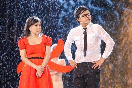 Viet Huong bat khoc khi hang ngan khan gia doi mua xem 'Huong Show' - Anh 4