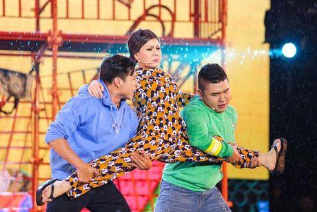 Viet Huong bat khoc khi hang ngan khan gia doi mua xem 'Huong Show' - Anh 5