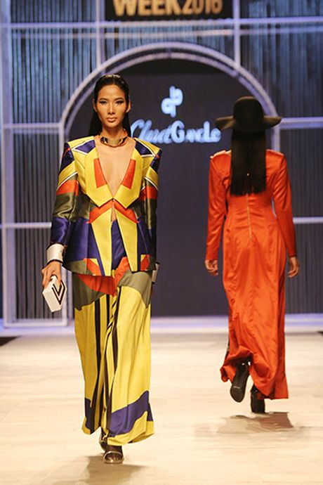 Phi Phuong Anh do catwalk cung Hoang Thuy - Anh 5