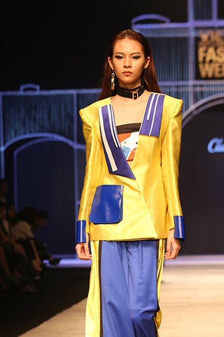 Phi Phuong Anh do catwalk cung Hoang Thuy - Anh 7