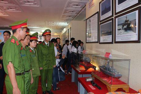 Trien lam 'Hoang Sa, Truong Sa cua Viet Nam' bang cong nghe 3D - Anh 1