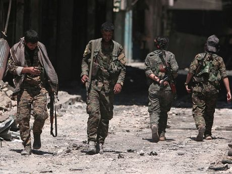 Luc luong do My hau thuan tai Syria tuyen bo bat dau giai phong Raqqa - Anh 1