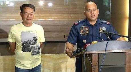 Mot thi truong Philippines bi canh sat ban chet trong tu - Anh 1