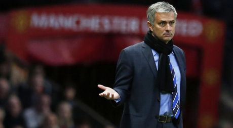 Truoc tran gap Swansea, Mourinho nhan ky luc la HLV te nhat M.U sau 4 thap ky - Anh 1