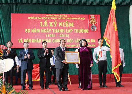 Dai hoc Su pham TDTT Ha Noi don nhan Huan chuong Doc lap hang Ba - Anh 1
