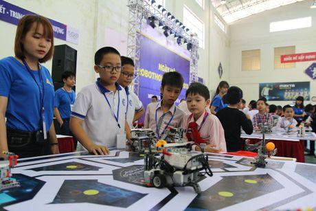 65 doi 'ky su robot' nhi gianh ve du thi quoc te tai Malaysia - Anh 5