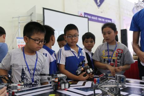 65 doi 'ky su robot' nhi gianh ve du thi quoc te tai Malaysia - Anh 6